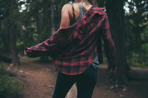 Frau mit Hemd. Foto: © CC0