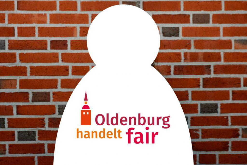 """Weiße Silhouette mit dem Logo von """"Oldenburg handelt fair"""" vor Backsteinmauer: Foto: © J. Bädeker"""